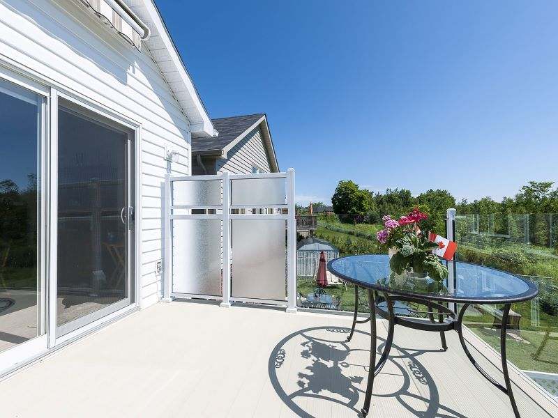 aluminum_privacy_panel-wind_break_with_frosted_glass