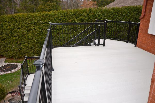 grey_aluminum_decking_black_railing-05